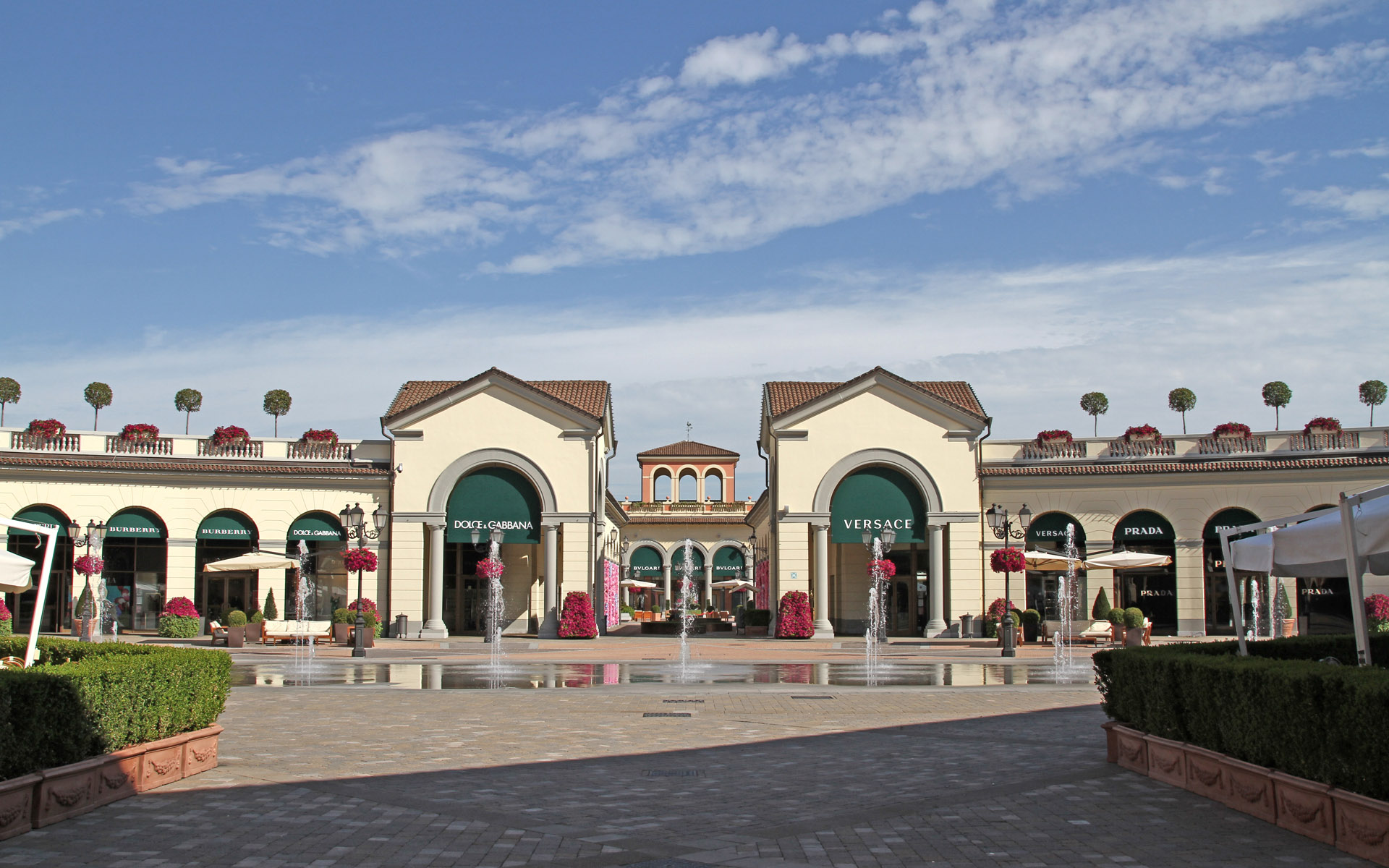 Serravalle designer outlet r p engineering for Outlet design